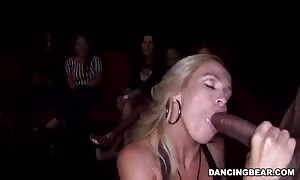 Glamour blond providing a very good deep face fuck for stripper